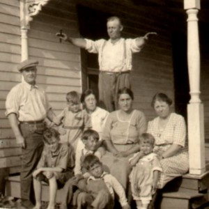 At the Missouri farm , Dad in middle, 2nd row ~1923