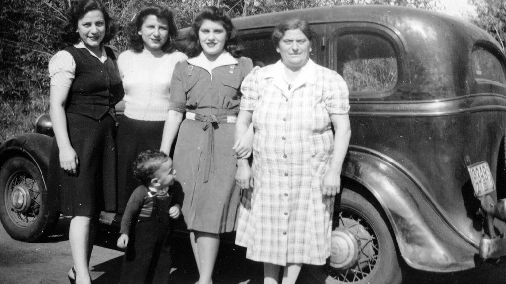 Women who raised my husband: Virginia, Helen, Little Vic, Rose, & Grandma, 1943